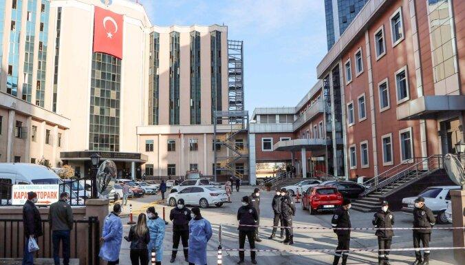 Turcijā ugunsgrēkā slimnīcā gājuši bojā deviņi Covid-19 pacienti