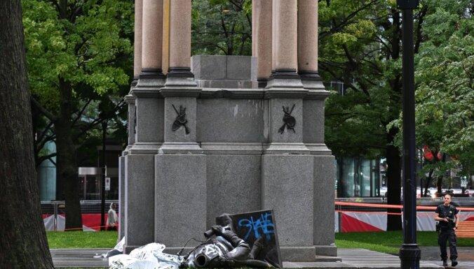 Protestētāji Monreālā nogāž Kanādas pirmā premjera statuju