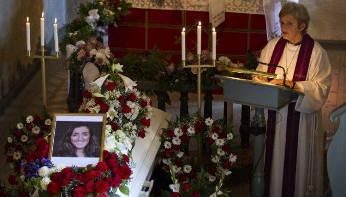 Norvēģijas traģēdija: pavada pēdējā gaitā 'Oslo slepkavas' upurus; bojāgājušo skaits pieaug līdz 77