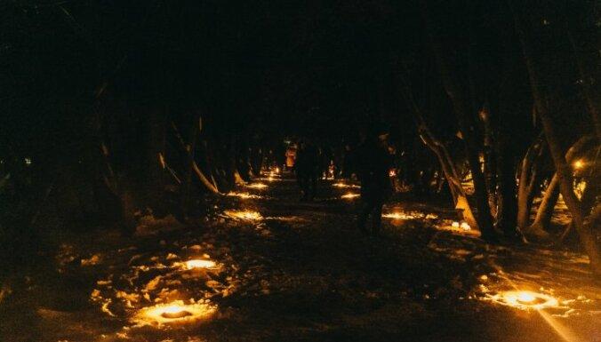 Foto: Botāniskajā dārzā Salaspilī iemirdzas vairāk nekā trīs tūkstoši sveču