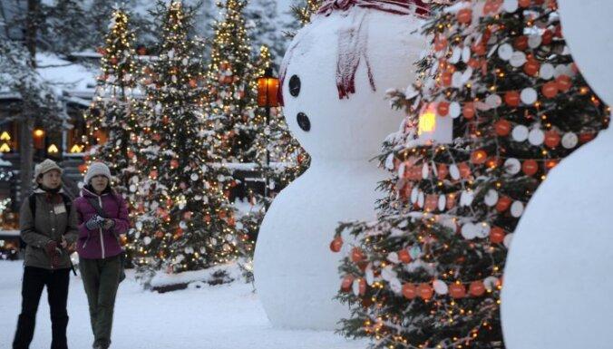 Laiks ceļojumam uz Ziemassvētku vecīša galveno māju - Rovaniemi ciemā Lapzemē