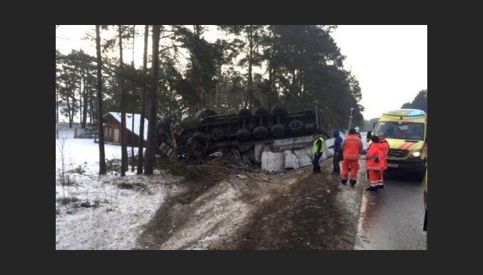 ФОТО: Тяжелая авария на Таллинском шоссе; есть один погибший