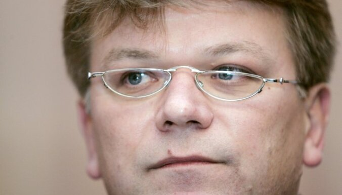Štokenbergs būvē rūpnīcu Zviedrijā un neplāno atgriezties politikā