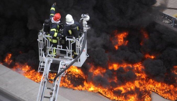 В Риге на Юрмалас гатве загорелось многофункциональное здание