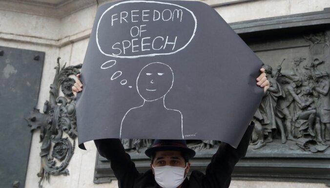 Francijā pēc galvas nociršanas skolotājam policija veic reidus pret islāmistiem