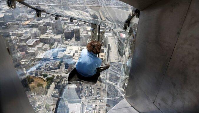 Baisā augstumā un no stikla: piecas tūristu iecienītas vietas, kas liks dūšai saskriet papēžos
