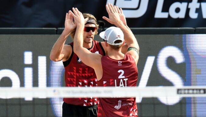 Samoilovs/Šmēdiņš četru zvaigžņu turnīrā Kankunā izcīna uzvaru pirmajā spēlē