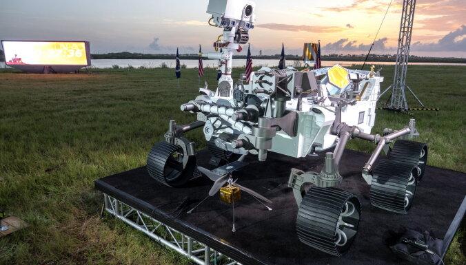 """НАСА запустило новый марсоход """"Персевиранс"""". Как он будет искать следы жизни на Марсе?"""