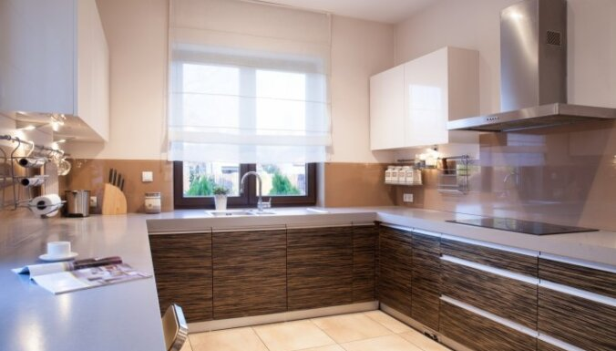 Mājīguma elements virtuvē – auduma žalūzijas un to interpretācijas