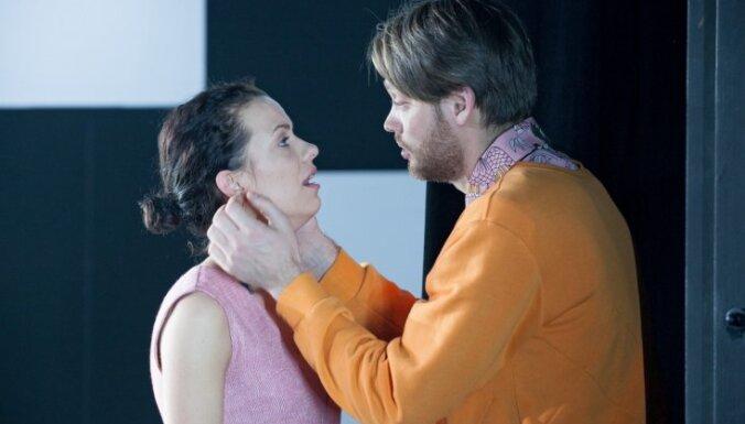 Liepājas teātris uz Rīgu vedīs izrādes 'Zilā istaba' un 'Mizantrops'