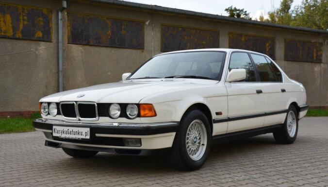 ФОТО: Новенький BMW 23 года простоял на складе в Германии