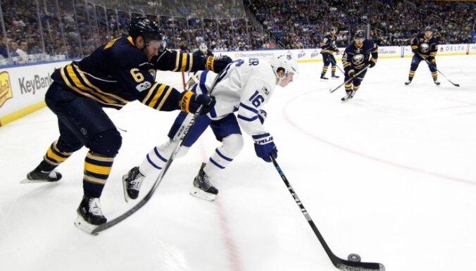 'Sabres' ielaiž trīs vārtus 43 sekundēs un zaudē 'Maple Leafs'