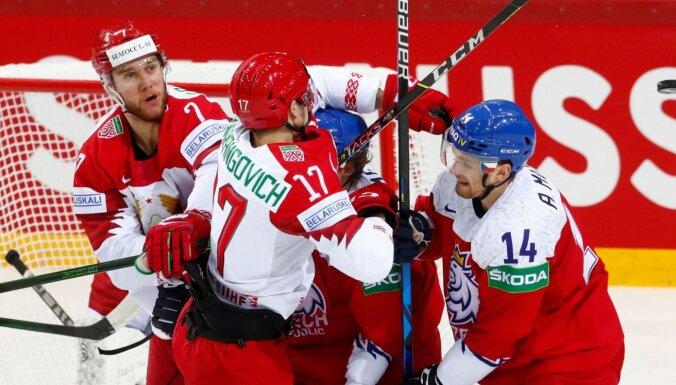 Čehija ar uzvaru pagarinājumā tiek pie pirmajiem punktiem