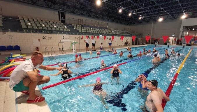 Sporta skolotāji aicināti piedalīties bezmaksas kursos par peldēšanas apmācību