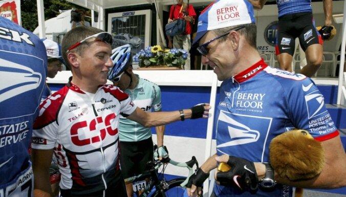 Показания 15 гонщиков только усугубили дело Армстронга