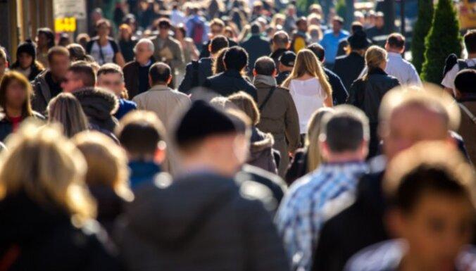 Latvijas iedzīvotāju vidējais vecums kopš 1990. gada palielinājies par desmit gadiem