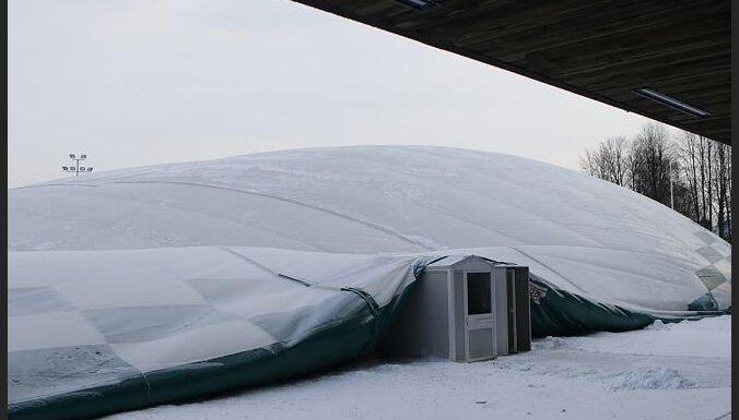 ФОТО: В Таллине обвалилась крыша футбольного холла