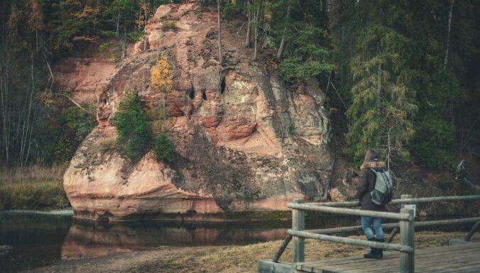 Apmeklētājiem uz laiku slēgta Zvārtes ieža taka Gaujas Nacionālajā parkā