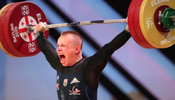 Svarcēlājs Suharevs Eiropas čempionātā izcīna bronzu divu disciplīnu summā