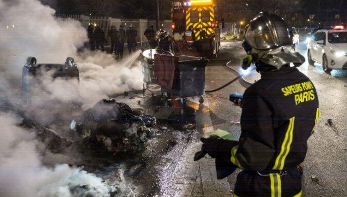 Parīzes priekšpilsētās notikušas policistu un protestētāju sadursmes