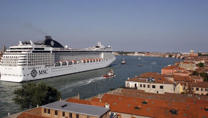 Lagūnas glābšanas vārdā lielos kruīza kuģus padzen no Venēcijas