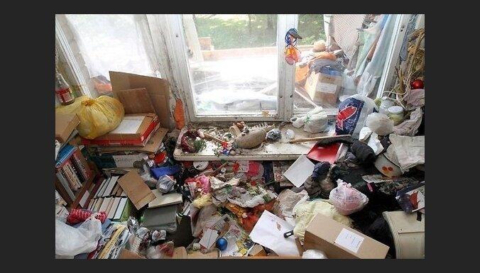 Foto: 'Kaimiņus neizvēlas' - četru istabu dzīvoklis Kauņā pilns ar atkritumiem