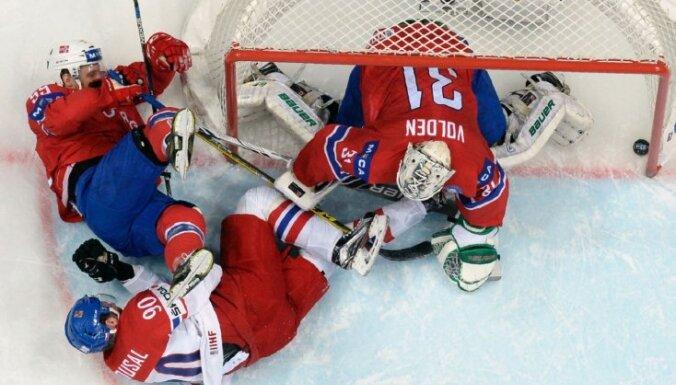 Čehijas hokeja izlase izcīna vēl vienu 'sauso' uzvaru PČ