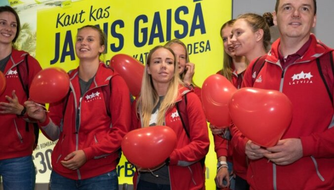 ФОТО: Как баскетболисток Латвии встречали в рижском аэропорту