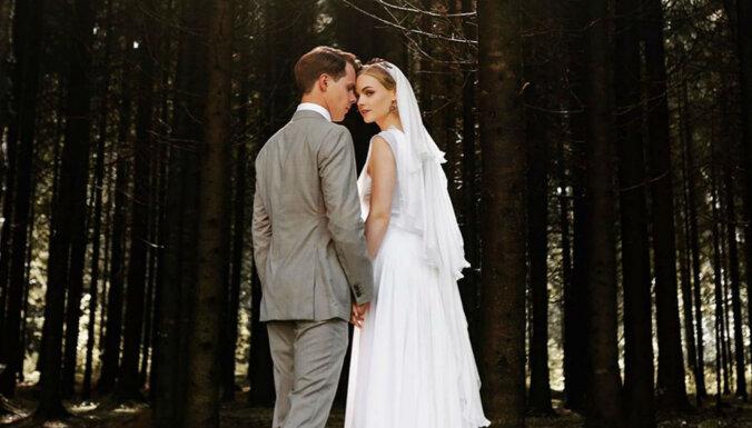 Apprecējušies aktieri Ieva Florence un Oskars Vīksne