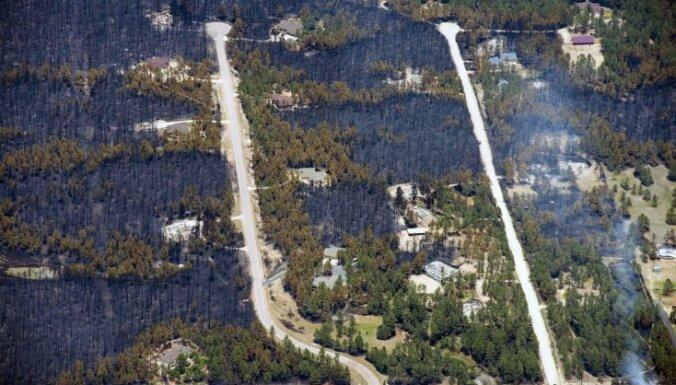 Kolorado mežu ugunsgrēkos nodegušas simtiem mājas