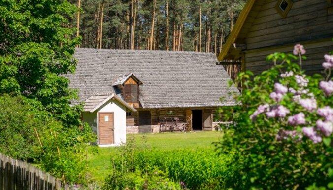 Brīvdabas muzeja stāsts – kā senceltnes no visas Latvijas savāktas un atvestas uz Rīgu