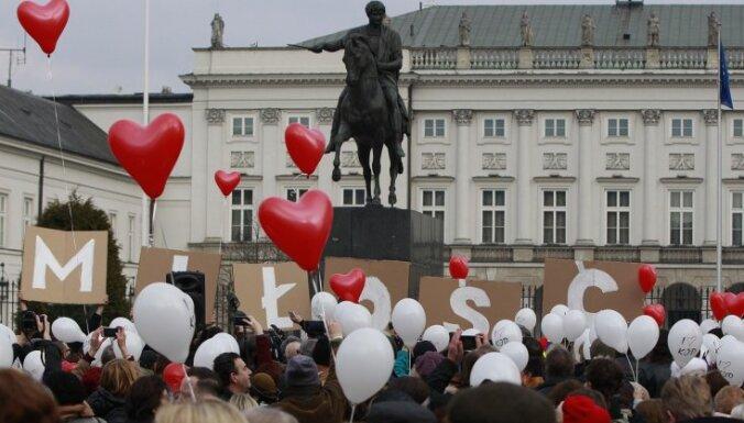 'Delfi' Polijā: 500 zloti bērniem, agrāk pensijā un nodoklis lielveikaliem