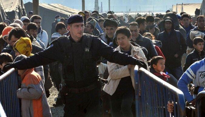 Infografika: Patvērumu Latvijā meklējuši 0,03% no Eiropā ieceļojušajiem bēgļiem