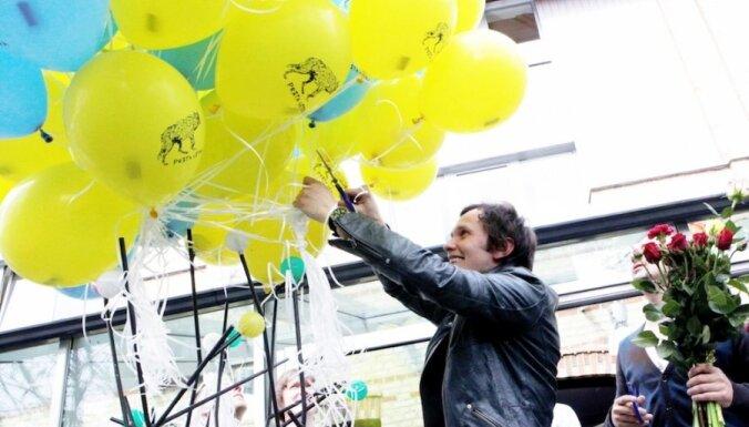 'Prāta vētra' prezentē albumu un palaiž gaisā balonus ar ielūgumiem