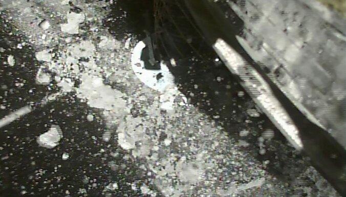 Foto: Japānas zonde 'Hayabusa 2' nolaižas uz asteroīda