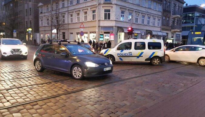 ФОТО: Из-за двух столкнувшихся машин трамвай №1 опаздывает на полчаса
