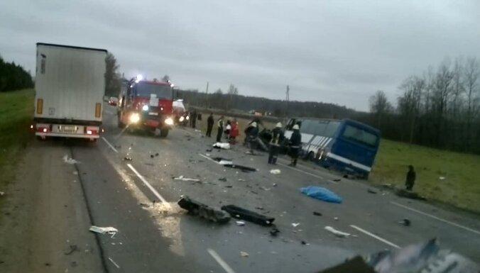 Pēc traģiskās avārijas Bauskas slimnīcā turpina ārstēties 13 cilvēki (plkst.16:47)