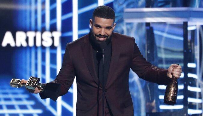 Рэпер Дрейк стал музыкальным артистом десятилетия по версии Billboard