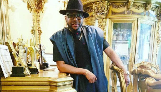 Viss vienā zeltā: nigēriešu miljardieris pārsteidz pasauli
