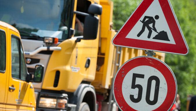Uz vairākām šosejām remontdarbu dēļ ievieš satiksmes ierobežojumus