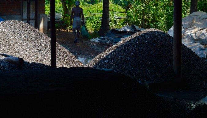 Pasaules bērni: viltotas naudas sistēmas gūstā Indijas skaistākajā kanālu reģionā