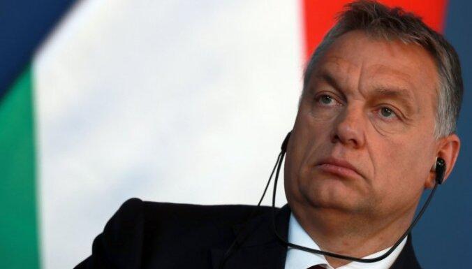 Migrācijas dēļ Eiropas demokrātija ir pārvērtusies skrandās, uzskata Orbans