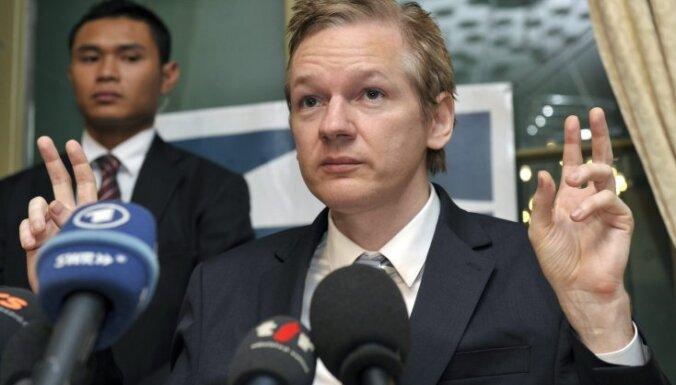 Британия экстрадирует Ассанжа в Швецию