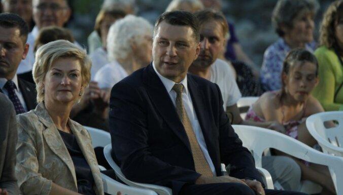 Foto: Ziedojumu akcijā 'Top Latvijas Likteņdārzs!' Lielā kalna izveidei saziedo 38 668 eiro