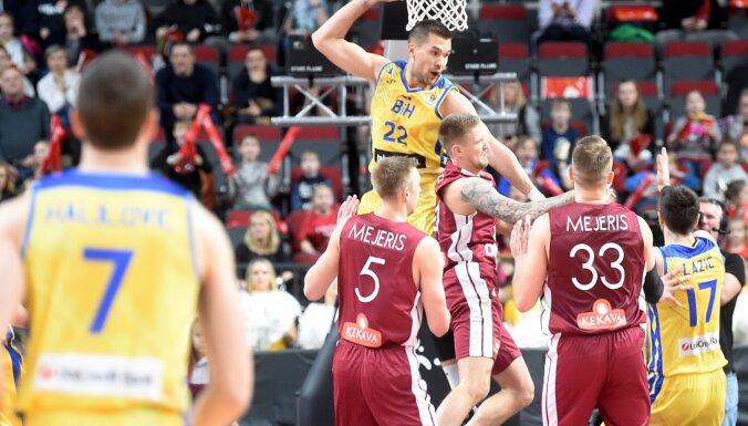 Foto: Smags misēklis ar ekipējumu - divi Mejeri Latvijas basketbola izlasē