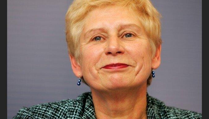 Veismane varētu strādāt ārpus Latvijas, turpinās pasniegt lekcijas