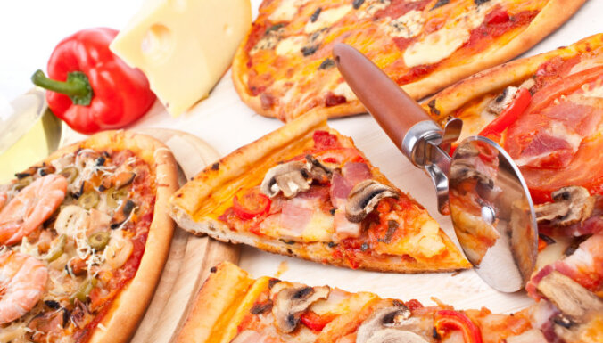 Vīrietis 25 gadus pārtiek tikai no picas