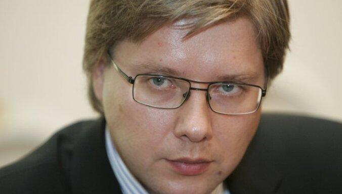 Ušakovs: tikai skolas administrācija var lemt, vai Rafaļskim jāstrādā skolā