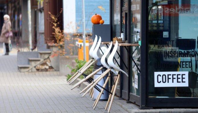 Čehijā cīņā ar koronavīrusu aizliedz kafiju līdzņemšanai