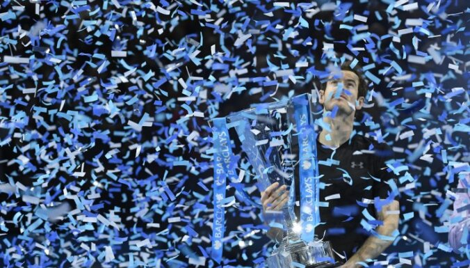 Andy Murray celebrates win ATP World Tour Finals trophy